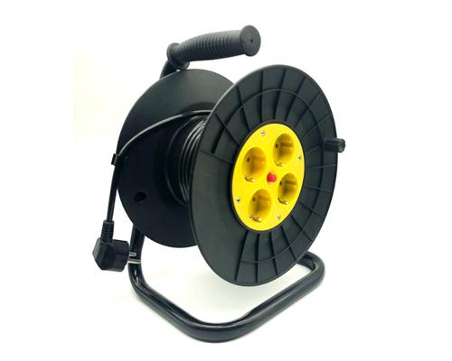 Электрический удлинитель по-английски - extension cable [ɪksˈtenʃn keɪbl]