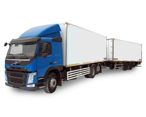 Грузовая машина с прицепом или автопоезд по-английски - articulated lorry [ɑːˈtɪkjʊleɪtɪd ˈlɒrɪ]